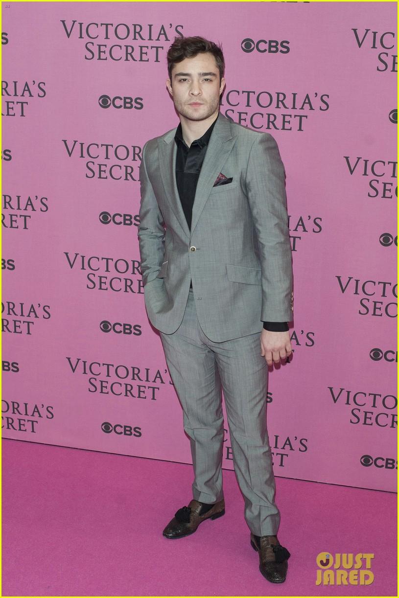 Ed Westwick - Victoria's Secret Fashion tampil
