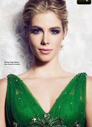 Emily Bett Rickards - 跑道 Magazine Cover