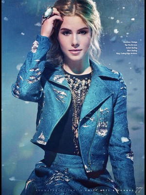 Emily Bett Rickards - runway, start-und landebahn Magazine Cover
