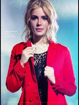 Emily Bett Rickards - pista, pista de aterrizaje Magazine Cover