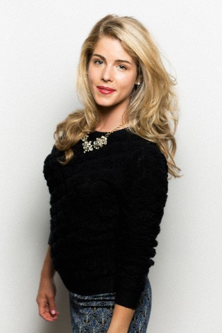 Emily Bett Rickards wallpaper possibly containing a playsuit, a legging, and a camicetta titled Emily Bett Rickards