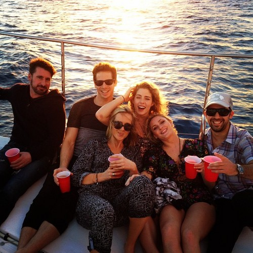 Emily Bett Rickards karatasi la kupamba ukuta possibly with a bunta, pontoon entitled Emily with Marafiki in Oahu