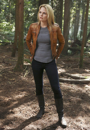Emma cygne fond d'écran probably containing a mahogany, an outerwear, pantalon, and pantalons sport entitled Emma - 4x03