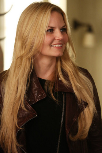 Emma cygne fond d'écran probably containing an overgarment, a well dressed person, and an outerwear titled Emma - 4x07