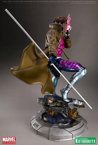 Remy Lebeau/Gambit karatasi la kupamba ukuta titled Gambit / Remy LeBeau Figurine