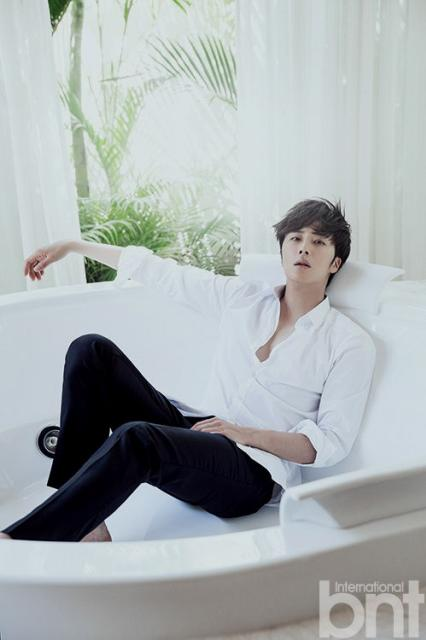 http://images6.fanpop.com/image/photos/37800000/Jung-Il-Woo-for-International-bnt-jung-il-woo-37852823-426-640.jpg