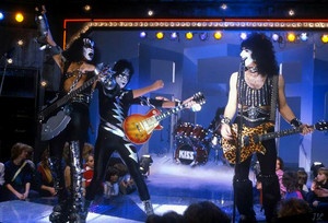 Kiss 1982