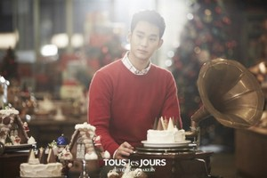 Kim Soo Hyun is ready for 크리스마스 with 'Tous Les Jours'
