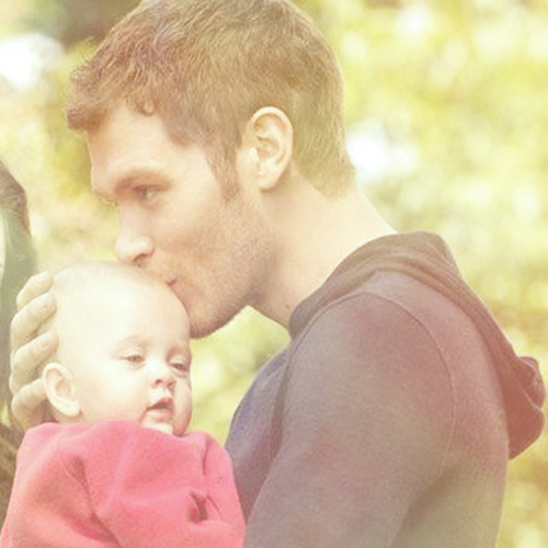 The Originals Hintergrund titled Klaus and Hope