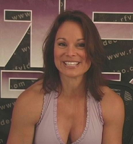 Wwe Former Diva Ivory achtergrond containing a portrait called Lisa from the dvd