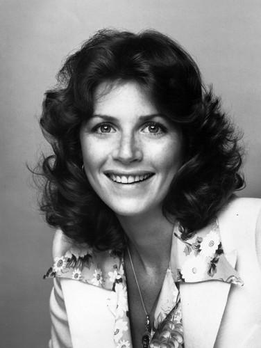 célébrités mortes jeunes fond d'écran probably containing a portrait titled Marcia Ann Strassman (April 28, 1948 – October 24, 2014)