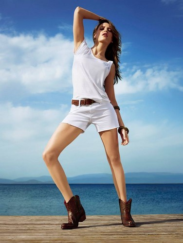 Serenay Sarikaya wallpaper titled Mavi Jeans