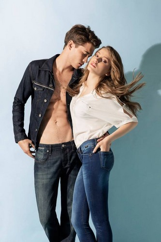 Serenay Sarikaya wallpaper probably containing bellbottom trousers entitled Mavi Jeans