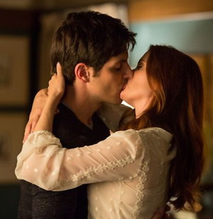Nick and Juliette Kiss