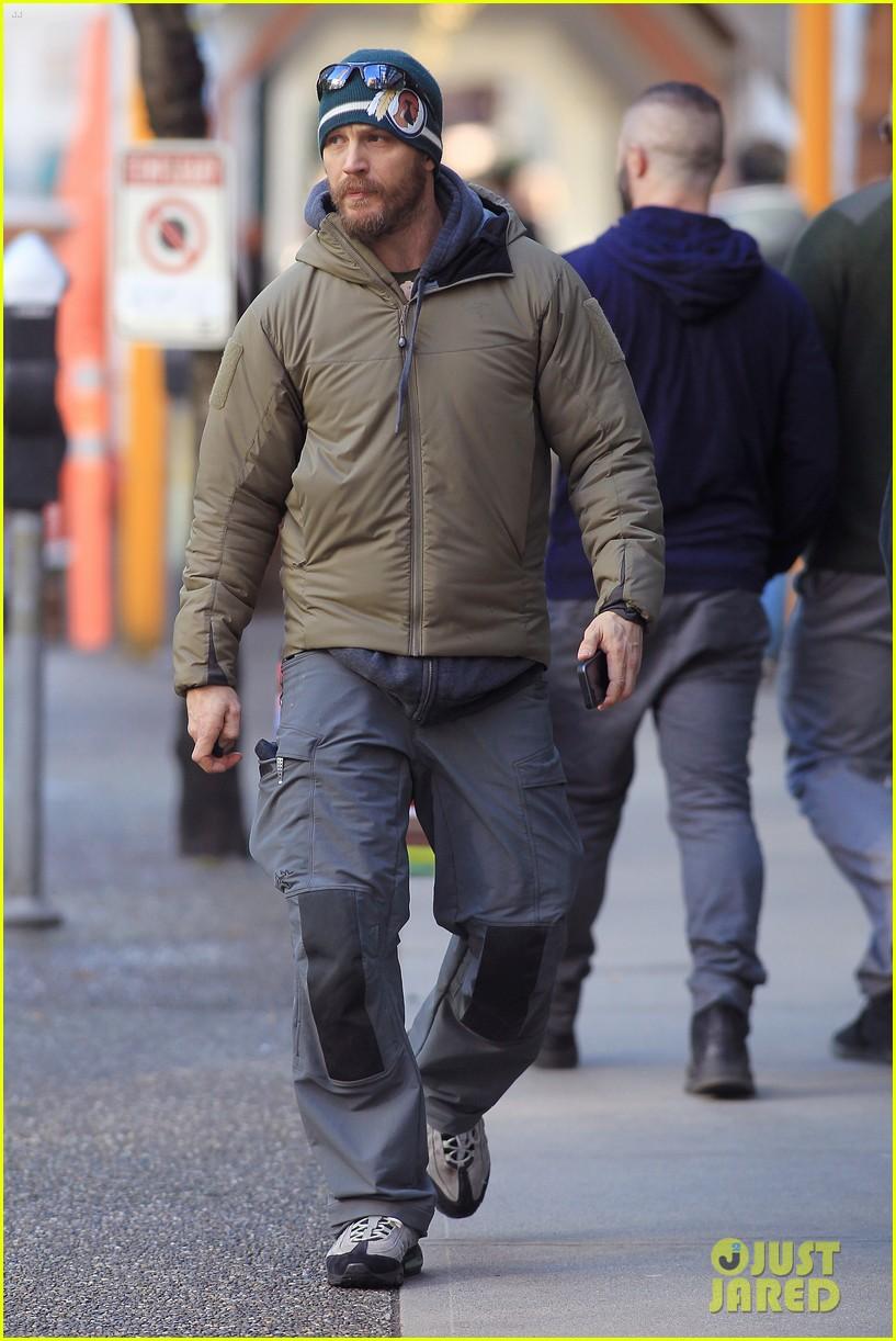 On set of The Revenant alongside Leonardo DiCaprio.