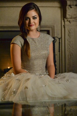 """PPL """"How A গাউন Christmas"""" (5x13) promotional picture"""