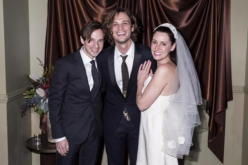 Paget Brewster karatasi la kupamba ukuta with a business suit titled Paget Brewster, Steve Damstra and Matthew Gray Gubler