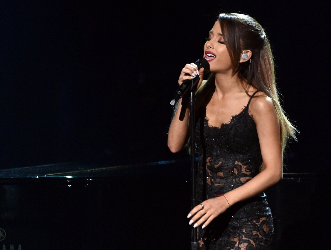 Perfoming at the American Music Awards 2014