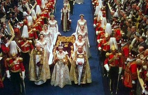 퀸 Elizabeth II arrives at Westminster Abbey in the Coronation