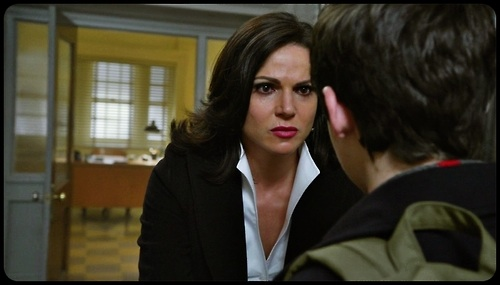 La Méchante Reine/Regina Mills fond d'écran with a business suit titled Regina Mills