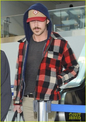 Ryan anak angsa, gosling Returns to Los Angeles After halloween