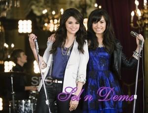 Selena and Demi omg