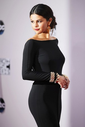 Selena at the red carpet of the 2014 American Music Awards