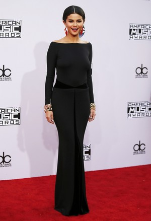 Selena at the red carpet of the 2014 American Muzik Awards