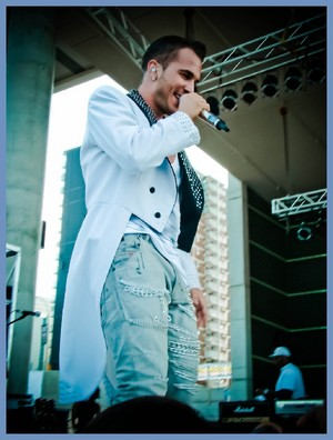 Shawn Desman on Stage Performing