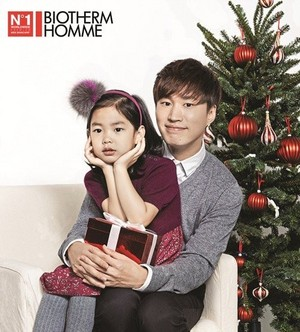Tablo-Haru and Sean-Harang get together for a Christmas pictorial
