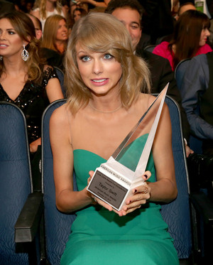 Taylor veloce, swift at American Musica Awards 2014