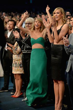 Taylor mwepesi, teleka at American muziki Awards 2014