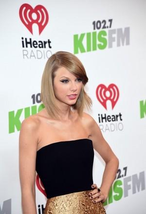 Taylor arriving at KIIS FM Jingle Ball 2014
