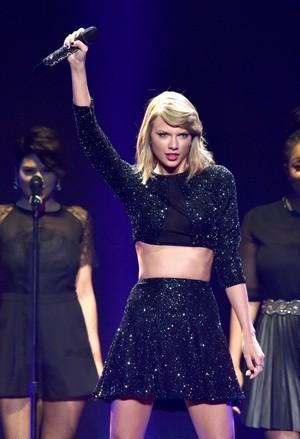 Taylor performing at KIIS FM Jingle Ball 2014