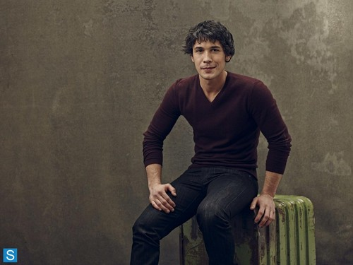 Bob Morley achtergrond probably containing a well dressed person titled The 100 - Cast Promotional