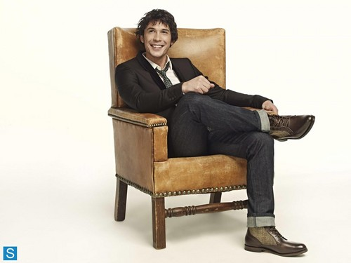 Bob Morley achtergrond probably containing a business suit, a well dressed person, and a recliner called The 100 - Cast Promotional