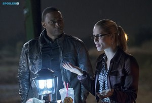 The Flash - Episode 1.08 - Flash vs. Arrow - Promotional تصاویر