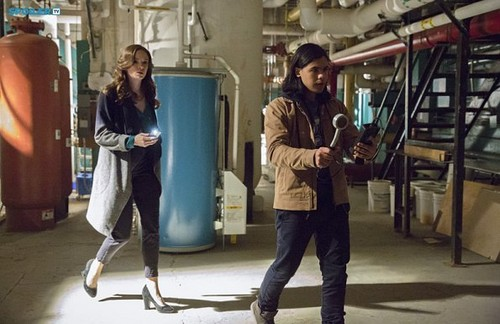 The Flash (CW) वॉलपेपर containing a सड़क, स्ट्रीट called The Flash - Episode 1.09 - The Man In The Yellow Suit - Promo Pics