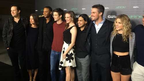 Emily Bett Rickards achtergrond possibly with a business suit called The Flash and Arrow Crossover Premiere