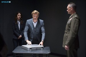The Mentalist - Episode 7.05 - The Silver aktentas, werkmap - Promotional foto's