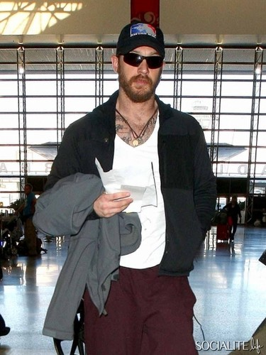 Tom Hardy wallpaper called Tom Hardy Keeps It Casual For A Flight Out Of Los Angeles 4th Dec 14