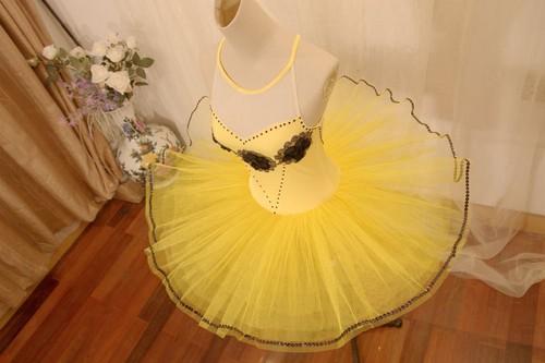Ballet wallpaper called Yellow Tutu