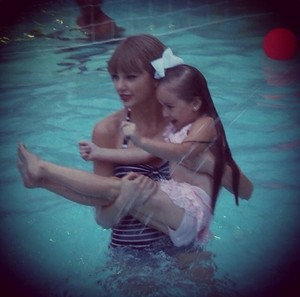 taylor with a little peminat <33