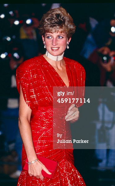 ttends the film premiere of the film 'Hot Shots' in Leicester Square on November 18, 1991