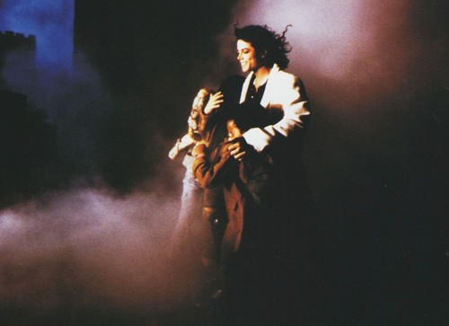 Michael Jackson achtergrond containing a concert called Майкл Джексон