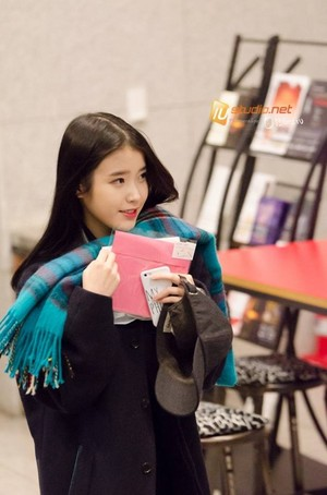 141217 IU Before/After the 35th Blue Dragon Film Awards