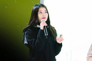 141227 IU performing at the Chamisul Soju Festival