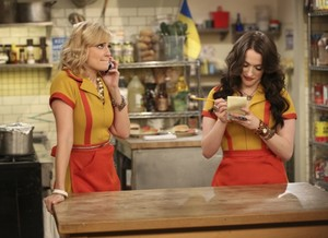 "2 Broke Girls ""And a Loan for Christmas"" (4x07) promotional picture"