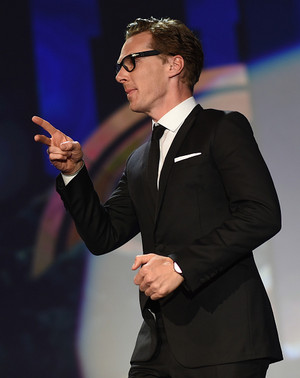 Benedict accepting the award for The Imitation Game
