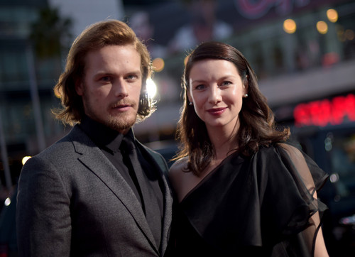 outlander série de televisão 2014 wallpaper entitled Caitriona Balfe and Sam Heughan at the 2015 People's Choice Awards